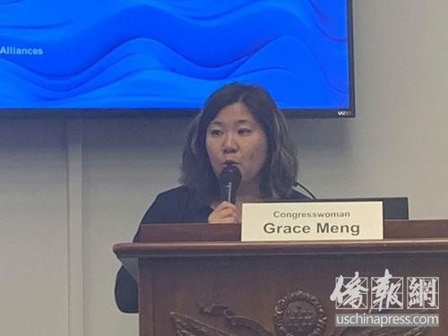华裔众议员孟昭文出席报告会并致辞,强调亚太裔个性研究报告的必要性。(侨报记者徐一凡摄)