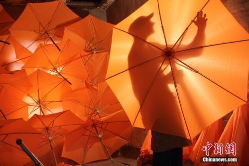 探访安徽泾县油布伞制作工艺