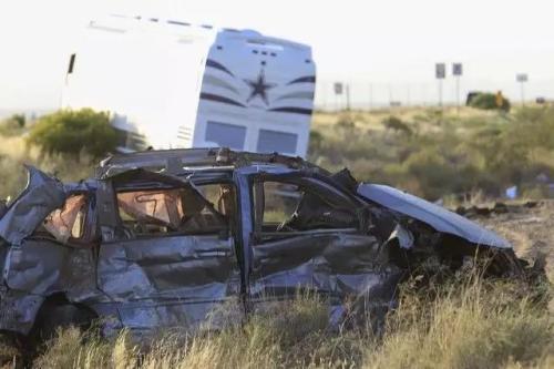 """车祸现场。 图片来源:外交部领事司微信公众号""""领事直通车"""""""