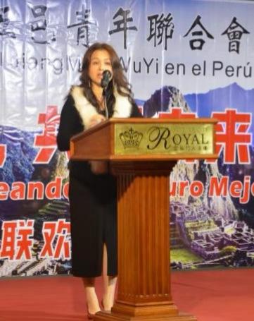 秘鲁江门五邑青年联合会主席雷丽娟发言。(秘鲁《公言报》图片)