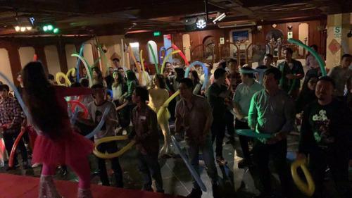 联欢会上江门五邑青年载歌载舞。(秘鲁《公言报》图片)