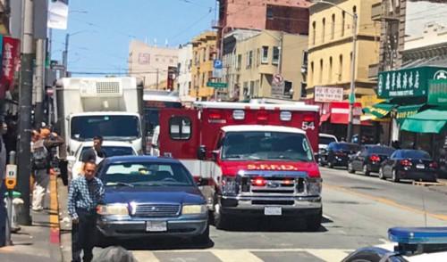 华埠两名侨发被四名非裔嫌犯掳掠进犯受伤后,等了最少30分钟救护车才抵达现场。(记者李秀兰/拍照)