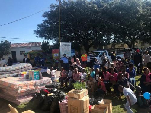 纪念纳尔逊曼德拉 南非华人警民中心送爱心进孤儿院