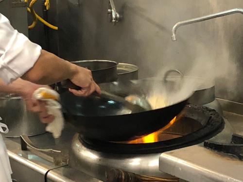禁用瓦斯会改变中餐烹饪习惯。(美国《世界日报》,记者张宏/摄影)