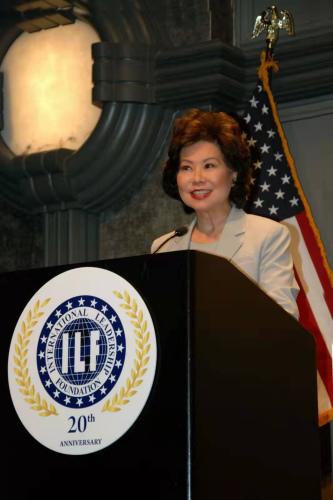 美交通部长赵小兰赞亚裔对美国贡献 忧刻板印象仍存