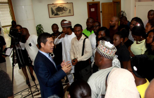 驻尼日利亚大使会见尼日利亚赴华留学生