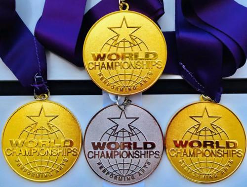 刘申如在2019世界艺术锦标赛(The World Championship of Performing Arts)上荣获三枚金牌,一枚银牌。(受访者供图)
