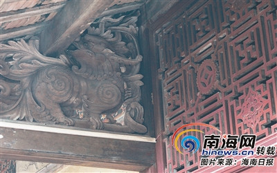 美宝村占地800多平方米的吴家老宅内部的精美雕花。
