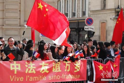 资料图:法国的华侨华人与留学生。中新社记者 盛佳鹏 摄