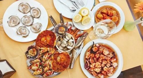 逝世蚝、海陈拼盘、加利西亚章鱼,正宗的西班牙好食是很有接收力的。(《欧洲时报》/马瑞 摄)