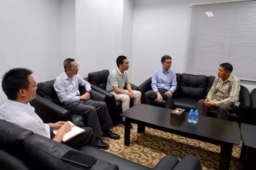 """中方联合工作组就""""8·19重大交通事故""""处置工作约见老挝外交部领事司负责人。"""