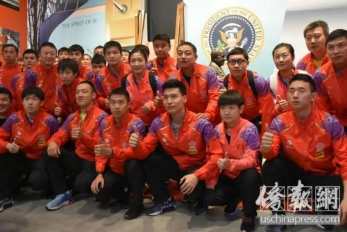 中国国家乒乓球队参观尼克松图书馆。侨报记者李青蔚摄