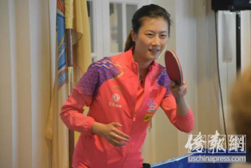 中国国家乒乓球队员打乒乓球。侨报记者李青蔚摄