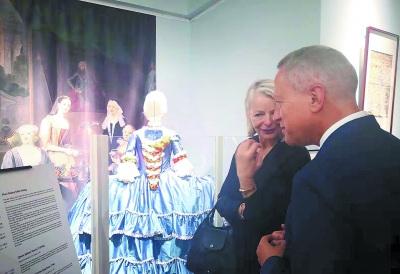 """图为17—21世纪丹麦王公贵族织绣品:恭王府博物馆特展""""活动现场。冯倩/摄"""