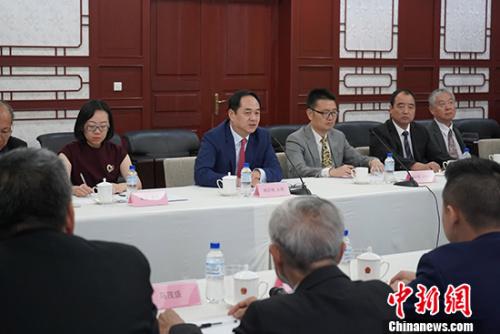 图为中国驻巴西大使杨万明(正面右四)发表讲话。 驻巴西使馆供图