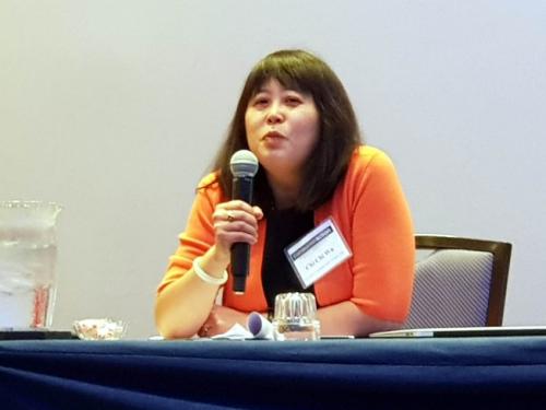 吴玉祺提醒移民注意信用问题。(美国《世界日报》/黄惠玲 摄)