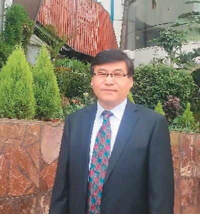 张永蓬在南非金上海上海快三彩票山大学访学。   受访者供图