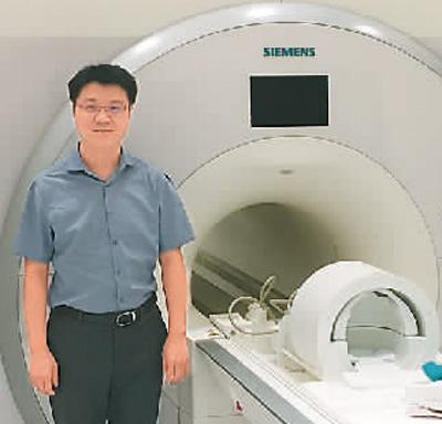 杨旗在美国加州大学洛杉矶分校生物医学影像中心实验室。   受访者供图