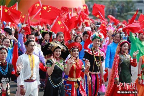 庆祝中华人民共和国成立70周年大会 游行群众经过长安街