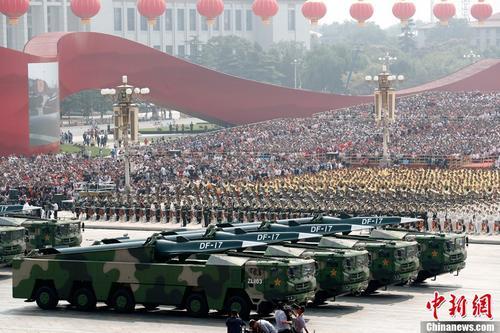 庆祝中华人民共和国成立70周年大会 装备方阵接受检阅