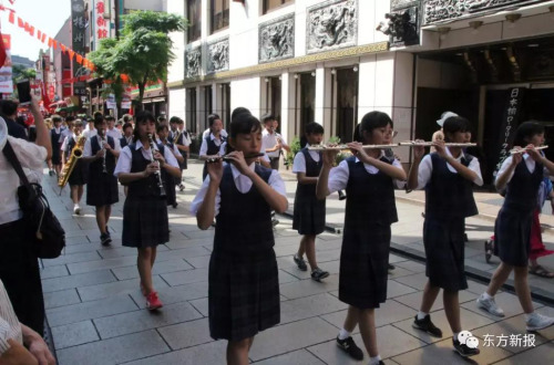 日本中学生乐队则献上了精彩的乐器吹奏扮演。(日本东方新报)