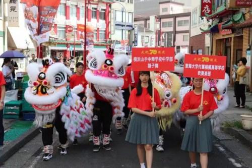 日中商报:日本横滨华侨华人举行庆祝新中国成立70周年游行