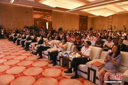 资料图:2017年9月11日,第九届世界华文传媒论坛在福州�L闭幕。中新社记者 崔楠 摄
