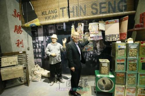 吴德芳和他的博物馆。(马来西亚《中国报》/潘嘉威 摄)