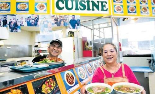 Tony和Ming Chan以及他们的女儿Katie,共同经营的中华快餐。(图源:新西兰天维网)