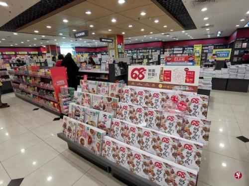 除了八家分店,大众书局其余分店只售卖食谱、练习册和教材等华文书。(新加坡《联合早报》/温伟中 摄)