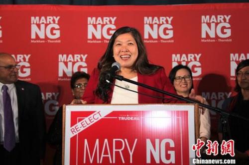 加拿大第43届联邦众议院选举于当地时间10月21日迎来投票日。图为伍凤仪在当晚选举结果揭晓后发表胜选感言。<a target='_blank' href='http://www.chinanews.com/'>中新社</a>记者 余瑞冬 摄