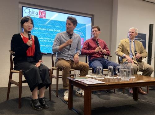 杨梦琦及艾杰西等喜剧演员讲述在中国的演出经历。(美国《世界日报》/郑怡嫣 摄)