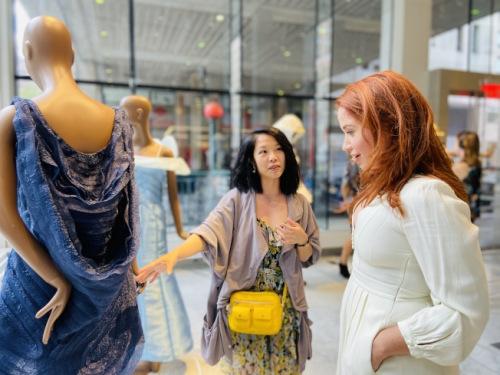 美国华裔学生参加迪士尼服装设计赛 作品获奖展出