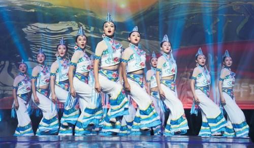 彝族舞蹈《踩彩云》。(法国《欧洲时报》/黄冠杰 摄)