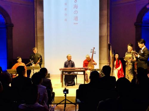 琵琶演奏家方锦龙演奏了《十面埋伏》、《反弹琵琶伎乐天》等曲目。(日本《中文导报》/杨文凯 摄)