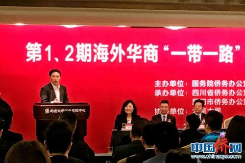 北京大学党委副书记讲述了自己出国学习的故事。刘立琨 摄