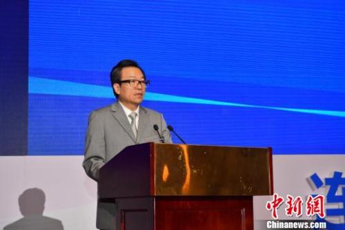 图为中国侨联副主席李卓彬致辞。 胡远航 摄