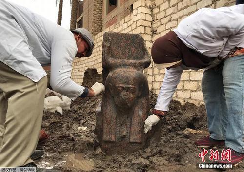 埃及考古学家发现拉美西斯二世雕像