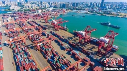 海南港航下辖四个主要港区,图为航拍海口秀英港。骆云飞 摄