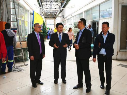 驻约翰内斯堡总领事赴华人商城区开展领保宣传 走访了中国商贸城