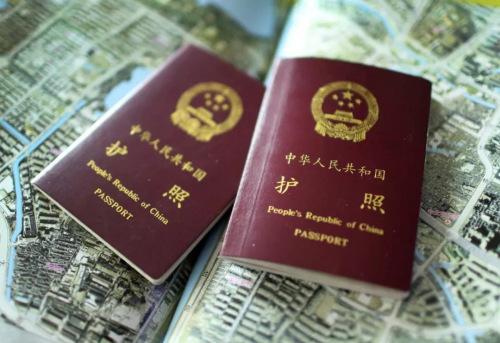 中国护照 泱波 摄