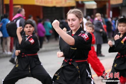 加拿大温哥华华埠举行庚子鼠年春节大游行