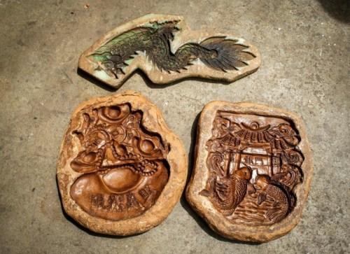 郑家第三代用野樟树粘粉制作造型模具,省却每次重新捏塑造型的工序。