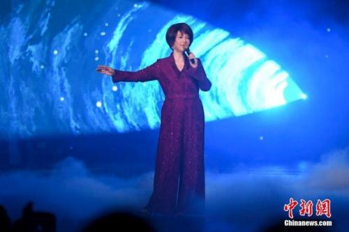 台湾歌手蔡琴登台献唱。杨华峰 摄
