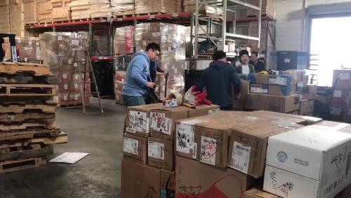 旧金山华人援助武汉物资。(美国中文网)