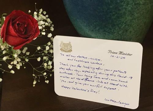 李显龙情人节在社交媒体发文祝福新加坡的医护人员,并感谢他们在新型冠状病毒暴发期间的付出。
