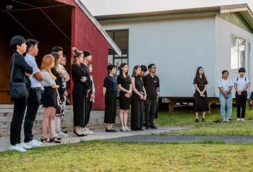毛利语和汉语响彻奥克兰,新西兰华人与毛利人青年携手声援中国。