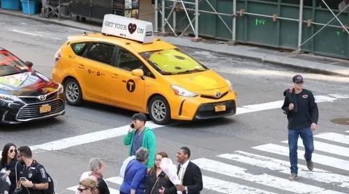 因新式冠状病毒疫情发展,一些纽约市的出租车、网约车司机拒载华裔乘客,遭到市长白思豪和市府部分公开指摘。(图片来源:美国中文网)