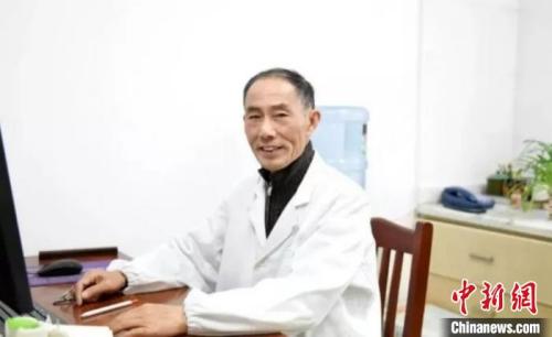 78岁的江苏宜兴老侨眷邓君朴。 (江苏省侨联供图)