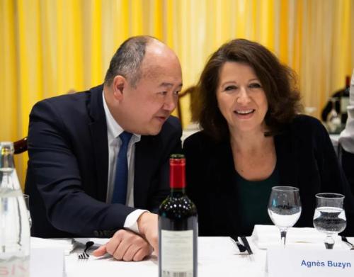共和国前进党(LREM)籍巴黎市长候选人比赞和法国国民议会议员陈文雄在位于巴黎美丽城的幸福楼与多位华人代表座谈。(《欧洲时报》记者 潘越平 摄)
